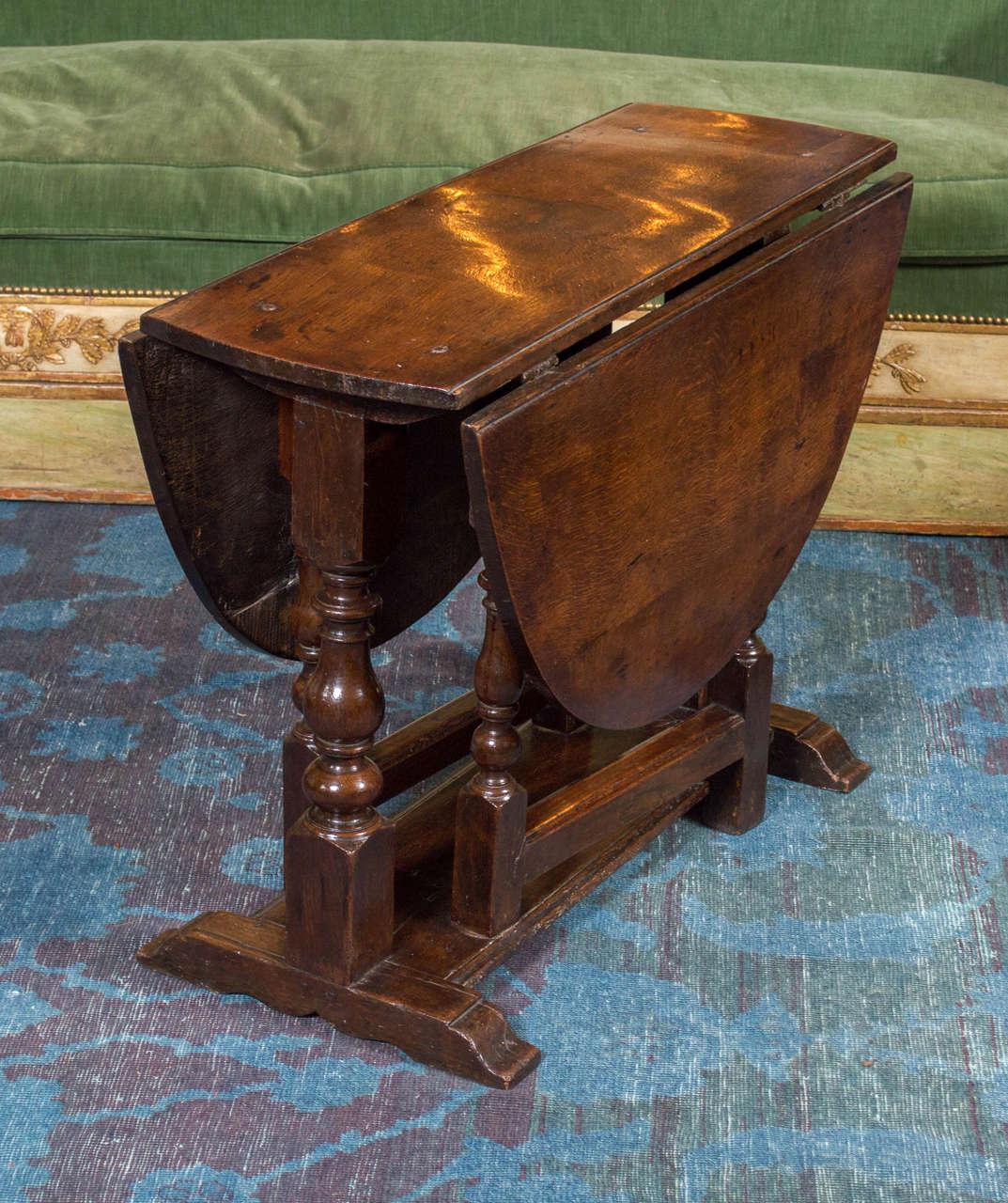 diminutive english oak gateleg table