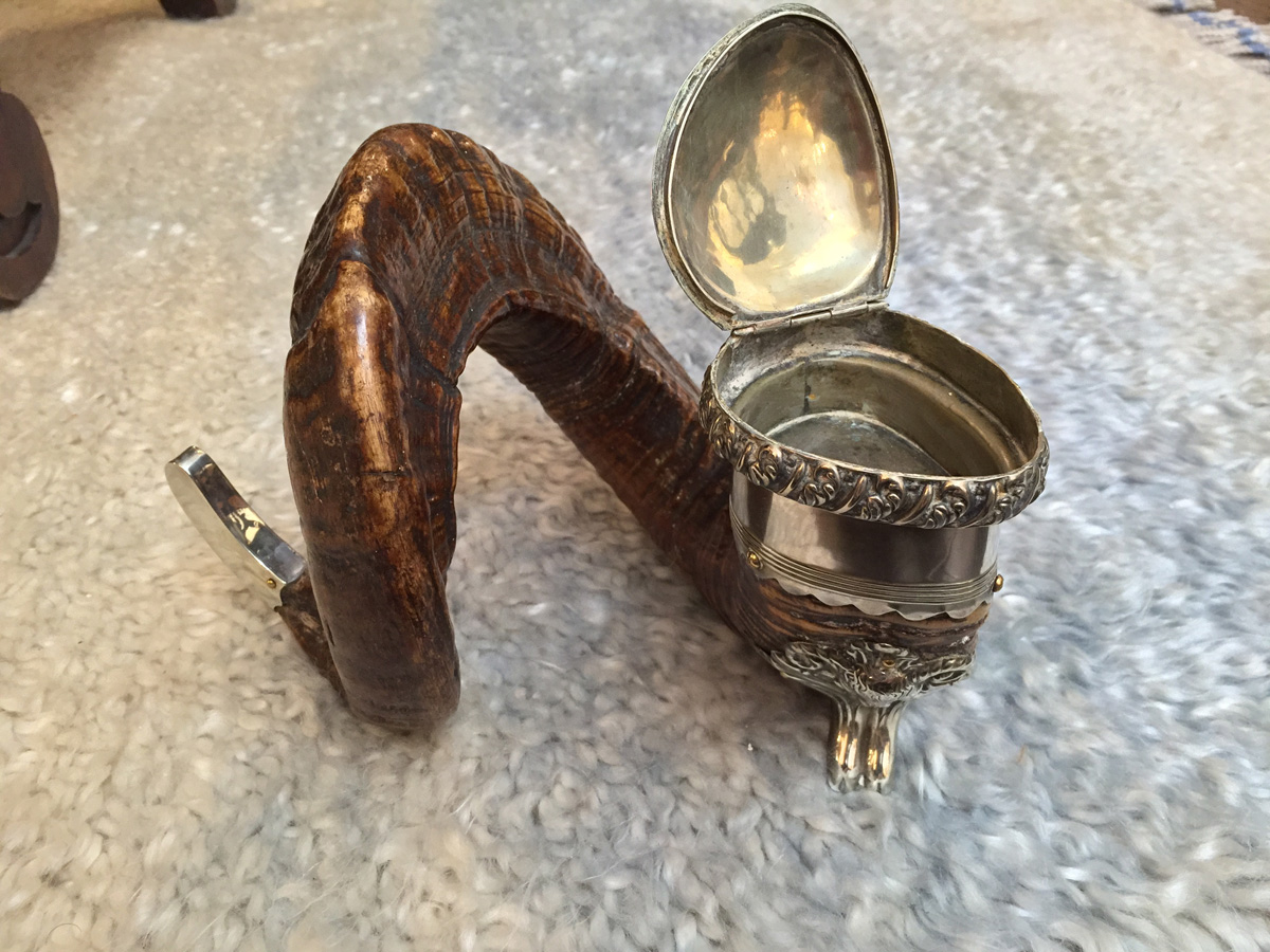 Scottish Ram Horn And Silver Snuff Mull With Ram S Foot