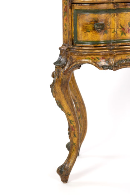Venetian Painted Serpentine form Commode, Italy, circa 1800.