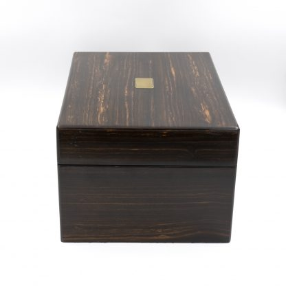 side view: A Solid Coromandel Dressing Box Of Timeless Elegance, English 1830-1850.